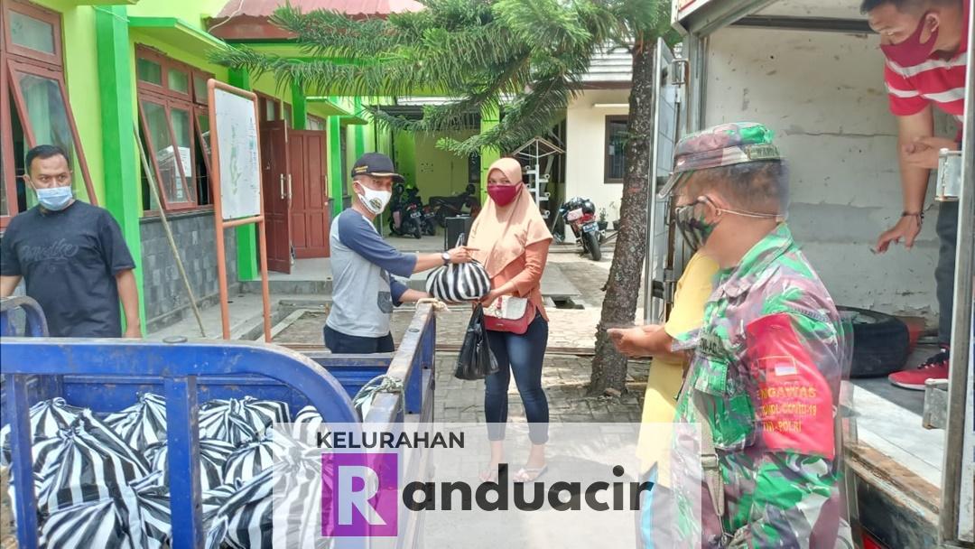 Penyaluran Bahan Pokok Bersubsidi Kelurahan Randuacir