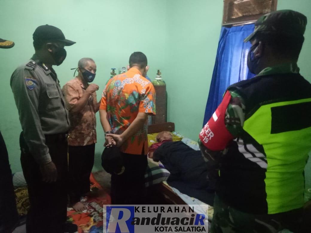 Kunjungan Pemberian Bantuan kepada Keluarga Miskin oleh Lurah Randuacir